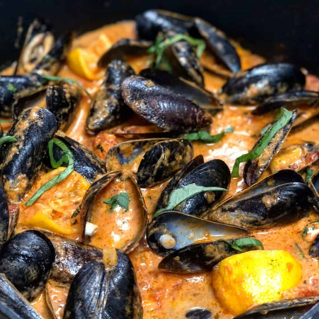 a bowl of mussels marinara