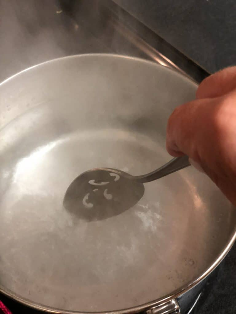 swirling water for poached eggs