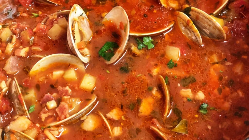 a bowl of Manhattan clam chowder