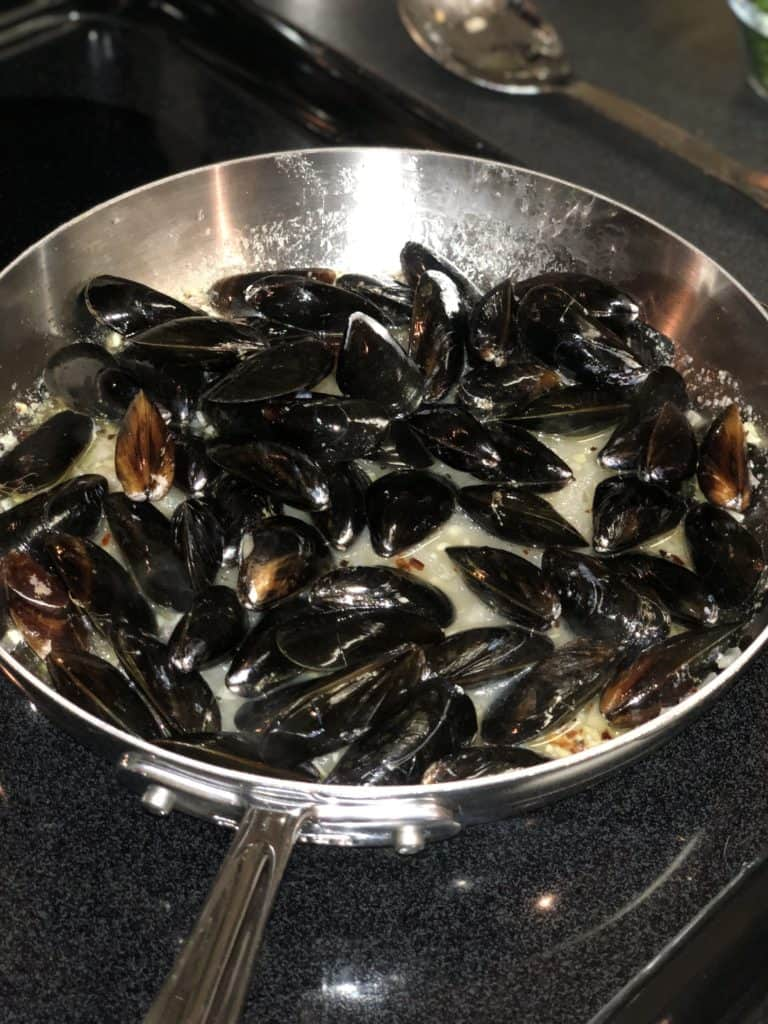 mussels steaming for Steamed Mussels with white wine and garlic