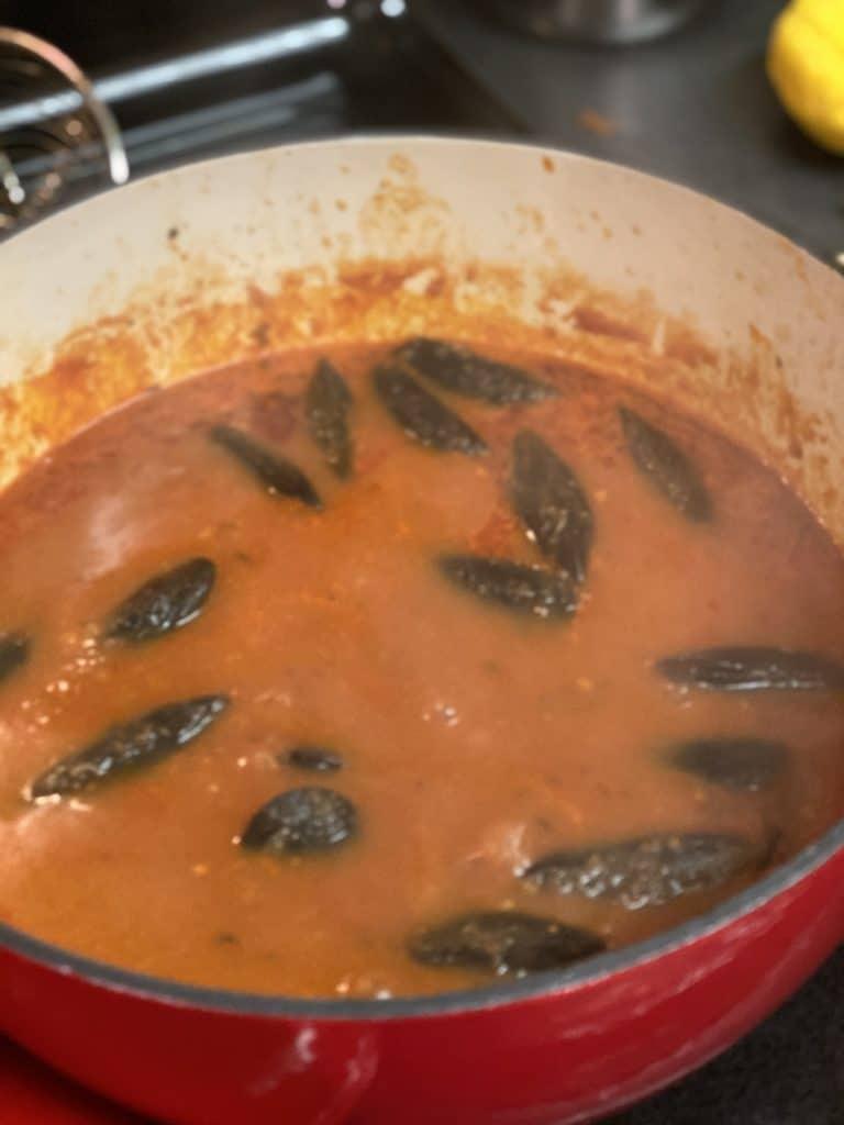 mussels in marinara sauce