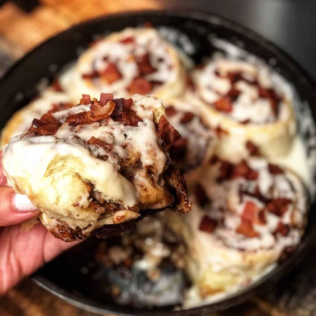 six cinnamon rolls