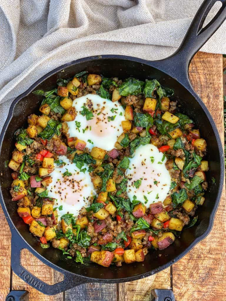 the best breakfast skillet with potatoes, eggs, spinach, sausage and red peppers