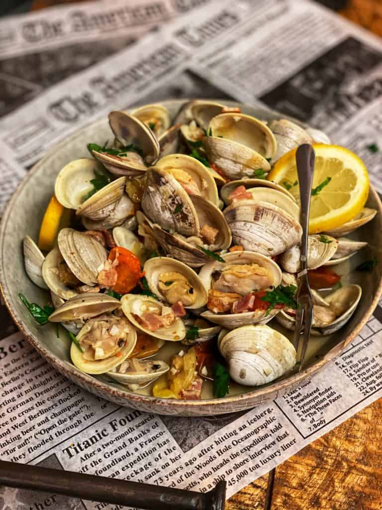 a bowl of steamed clams